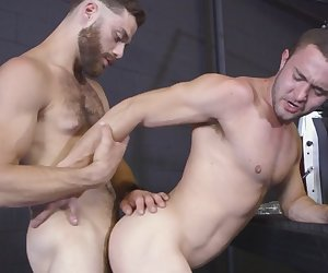 Jock gets asshole filled by bearded stud big dong