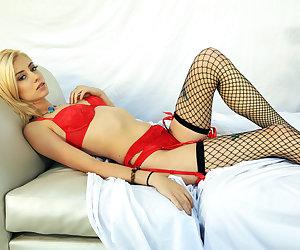 Pervs On Patrol – Blonde Model Sucks Homeowner