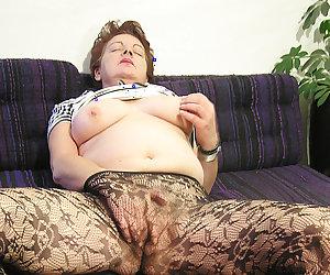 Bottlefucking mature slut