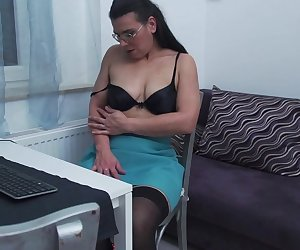 Hairy mature lady playing with her pussy