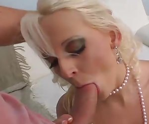 Hexe rides the cock till she squirts