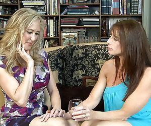 Lesbian Triangles 22, Scene 02