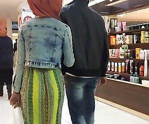 Hijab Ass wiggle