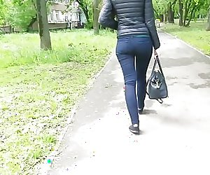 Juicy sexy ass in the park